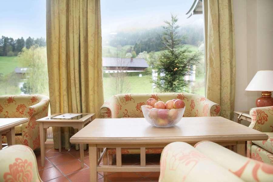 OptimaMed Salzerbad Wohnzimmer